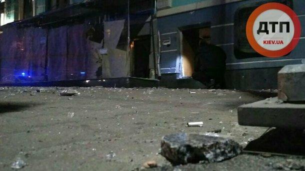 Милиция открыла дело иразыскивает организаторов взрыва вцентре столицы Украины