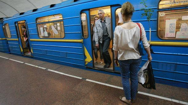 Вметро украинской столицы еще 11 турникетов переводят нарежим без жетонов