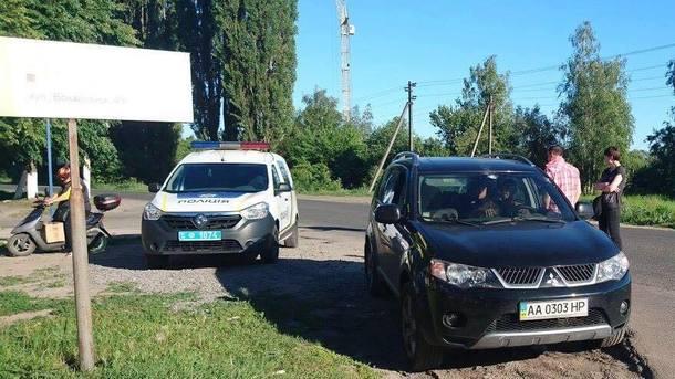 Работник СБУ выстрелил вволонтеров
