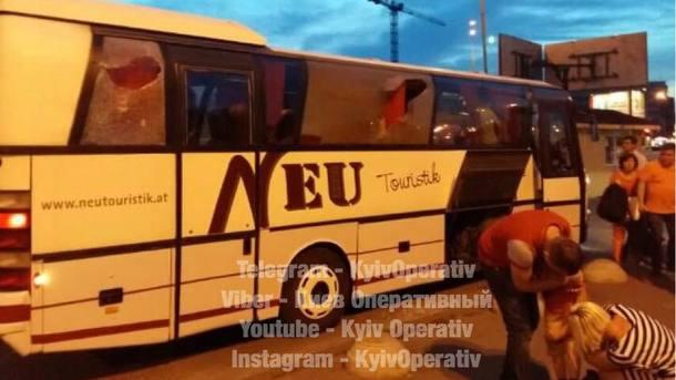 ехать в автобусе с знакомой