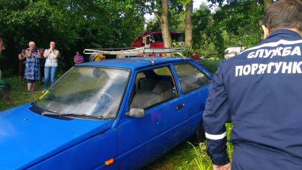 Под Киевом в реке утонуло авто: водитель погиб, пытаясь спасти машину