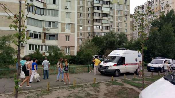 В Киеве мужчина выпал из окна