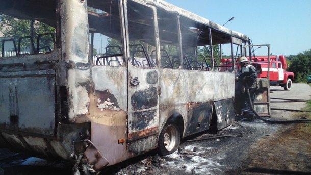 В прикарпатському містечку, на території автотранспортного підприємства, горіли відразу два автобуси