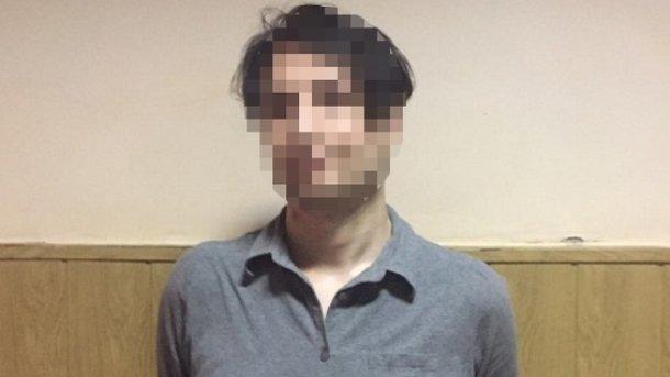 Вкиевском метро иностранец грозил пассажирам ножом