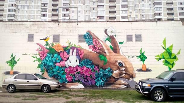 На новом граффити - милые кролики. Фото: В. Гидеван