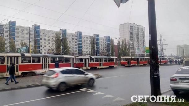 ВКиеве находу зажегся трамвай