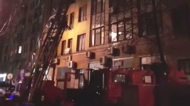 Вцентре столицы Украины масштабный пожар охватил дом