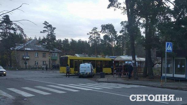 В Киеве мужчина умер на автобусной остановке