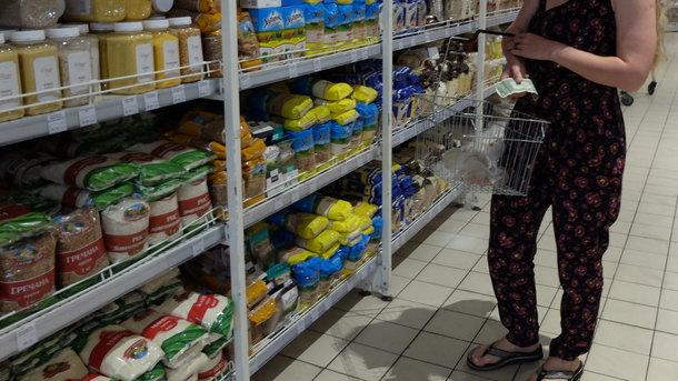 Скандал в гипермаркете Киева: охранники якобы незаконно обыскали 15-летних девочек