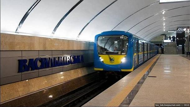 ВКиеве проверяют информацию оминировании станции метро иторгового центра