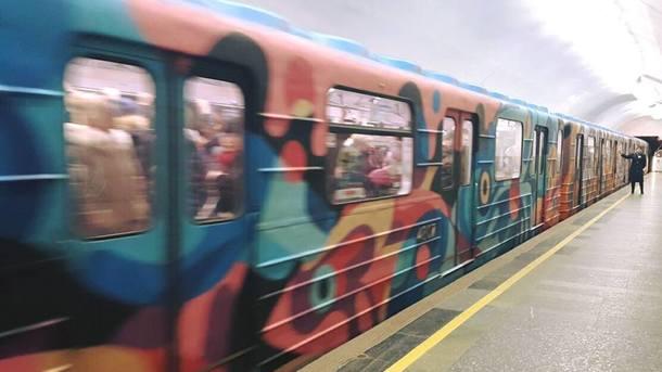 ВКиеве остановили движение поездов вметро из-за дорожной аварии