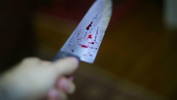 Жуткое убийство на автобусной остановке в Киеве: мужчина получил нож в сердце из-за замечания