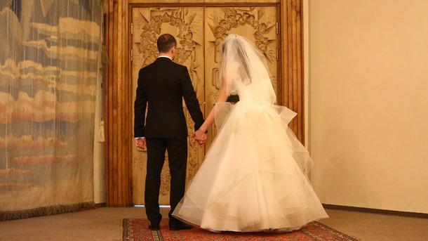 В День святого Валентина в Киеве поженились почти 200 пар