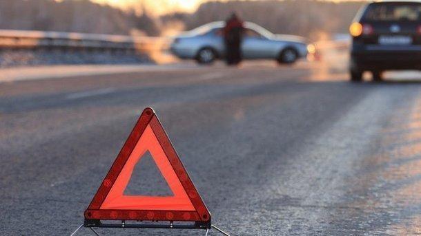 ВКиеве авто снесло ограждение высокоскоростного трамвая