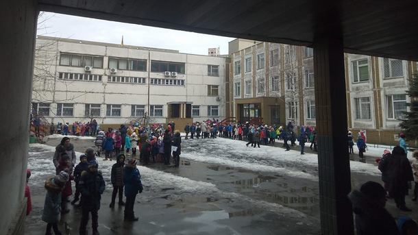 Дети на пороге школы. Фото: Александра Вотякова (БАТЬКИ SOS)