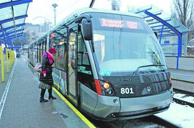 <p>Трамвай. Имеет 100% низкий пол и рассчитан на 287 пассажиров</p>