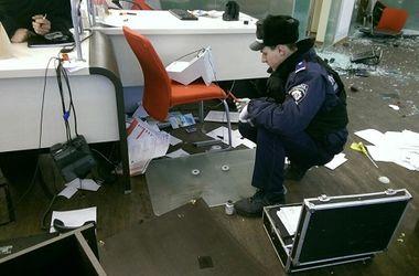 <p>Банк после погрома. Фото: kyiv.npu.gov.ua</p>