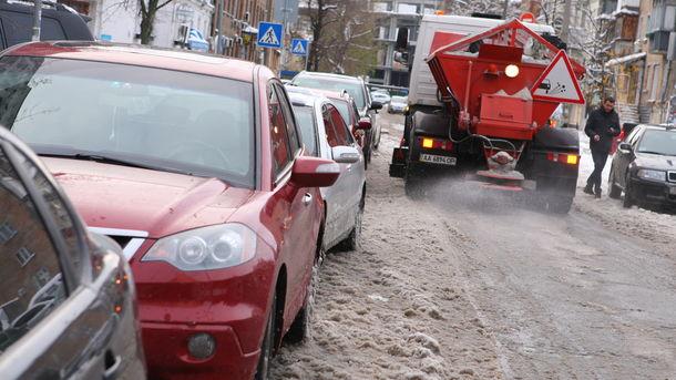 Синоптики предупреждают опеременной облачности игололедице на трассах украинской столицы 22декабря