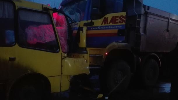 ВКиевской области грузовой автомобиль врезался вавтобус, есть пострадавшие