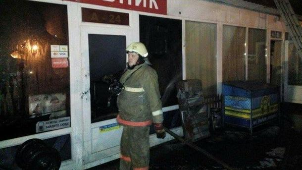 Ночью вКиеве сгорели киоски наДемеевском рынке