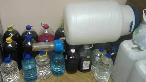 Злоумышленники наладили подпольное производство суррогатного алкоголя. Фото: kv.npu.gov.ua
