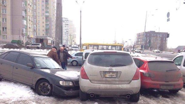Градинская. Водитель протаранил два припаркованных авто