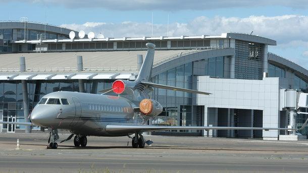 Ваэропорту «Киев» запретили заезд в государство Украину шестерым россиянам