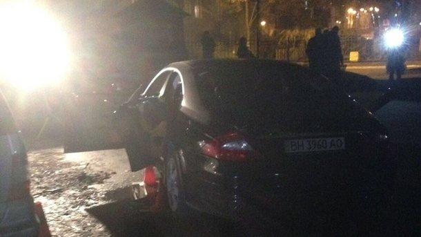 Стрельба вКиеве: неизвестные расстреляли автомобиль. шофёр умер наместе