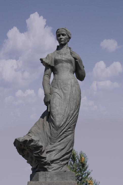 Памятник юбке
