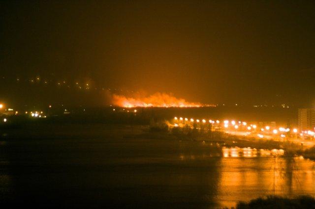 Юзеры социальных сетей докладывают о огромном пожаре около столицы Украины