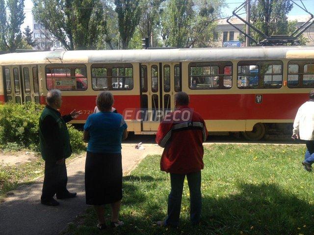 Трамвай переехал мужчину вКиеве