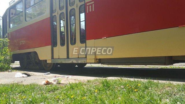 Трамвай вКиеве отрезал пальцы пешеходу, перебегавшему пути