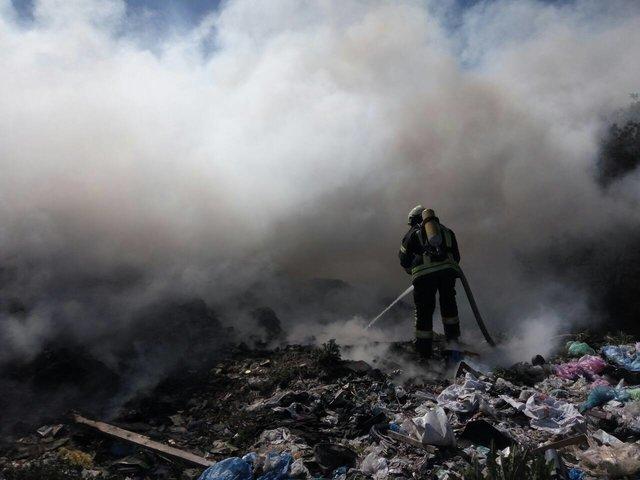 ВНовых Петровцах наКиевщине полыхает мусорный полигон— cотрудники экстренных служб вызвали дополнительные силы