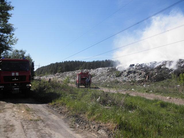 Под Киевом загорелась мусорная свалка