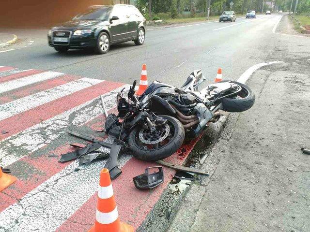 мерседес на встречке врезался в мотоцикл