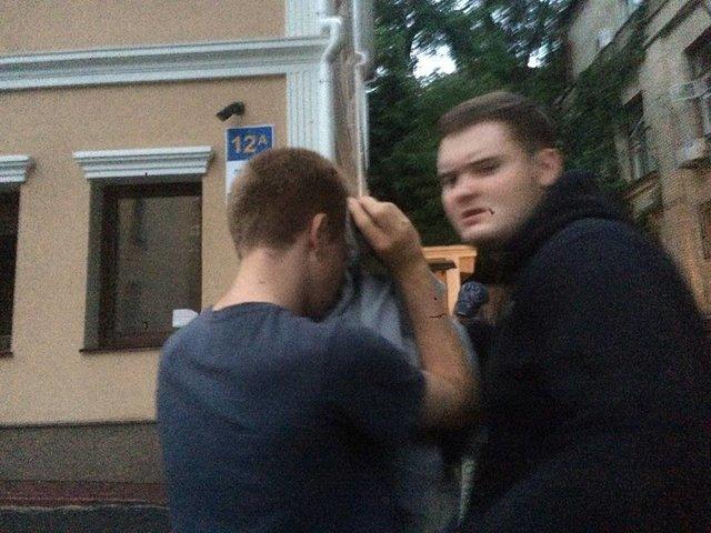 Радикалы при помощи депутатов Рады разогнали лекцию отрансгендерах вКиеве