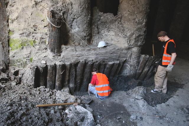 На Почтовой. За два года археологи раскопали древние улицы и строения времен Киевской Руси