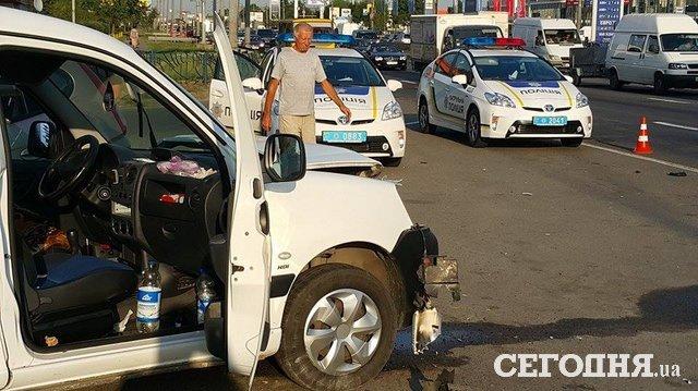 ВКиеве произошла масштабная авария, достаточно серьезно пострадал шофёр