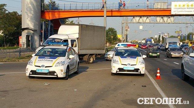 ВКиеве пешехода одновременно сбили две машины