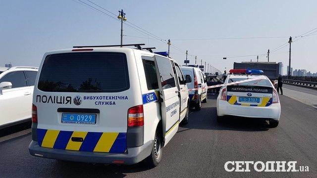 ВКиеве намосту Патона «Москвич», набитый оружием, влетел в грузовой автомобиль