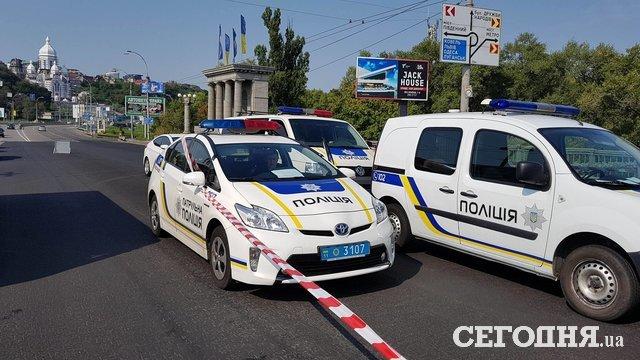ВКиеве авто, набитое оружием, влетело в фургон