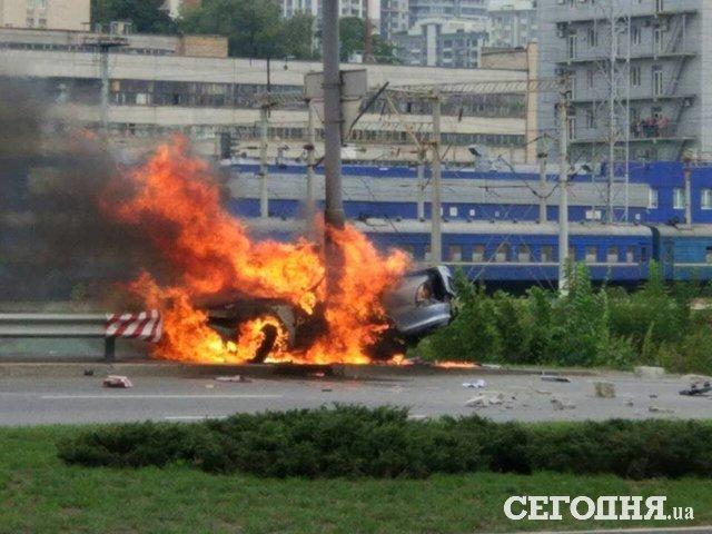 Взрыв автомобиля вКиеве: шофёр спасся чудом