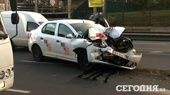 ДТП вКиеве: такси врезалось вмаршрутку, пострадали люди