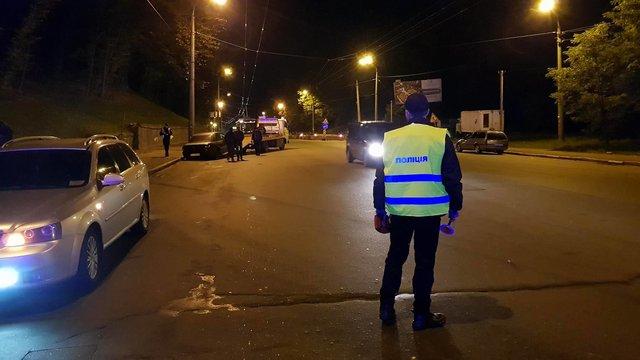 Украина: из-за ремонтных работ водитель врезался в люк