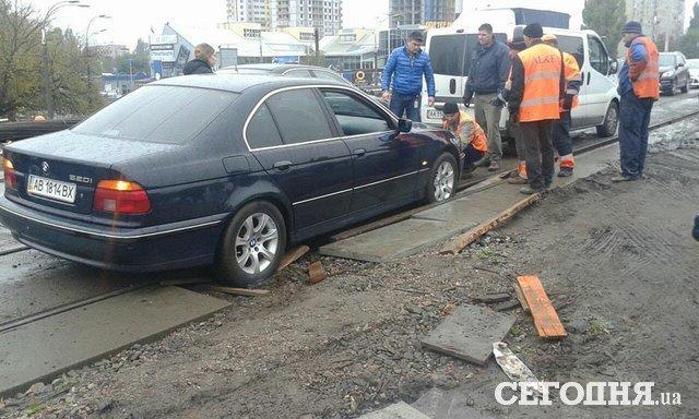 ВКиеве шофёр легковушки потерял сознание испровоцировал тройное ДТП: умер скутерист