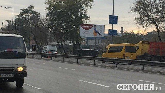 ВКиеве наСтоличном шоссе зажегся автомобиль