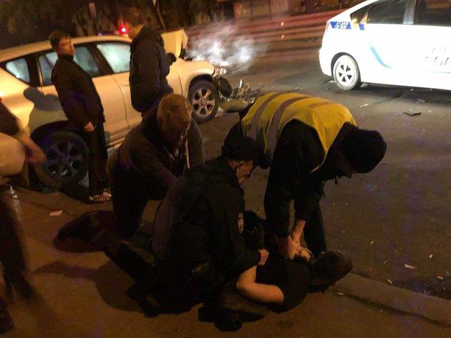 ВКиеве пьяные подростки начужом авто врезались в фургон