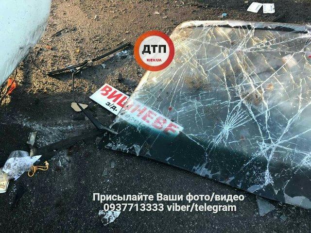 НаБольшой Окружной дороге вКиеве случилось масштабное ДТП спострадавшими
