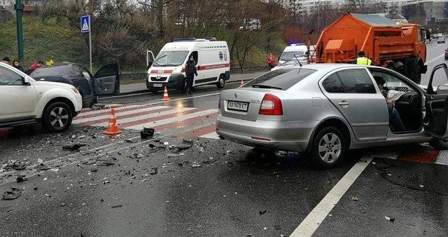 НаПечерске нетрезвый шофёр влетел вовстречное авто, двое вреанимации