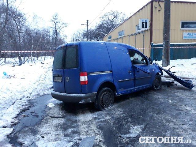 Авария вКиеве: шофёр машины навысокой скорости въехал встолб